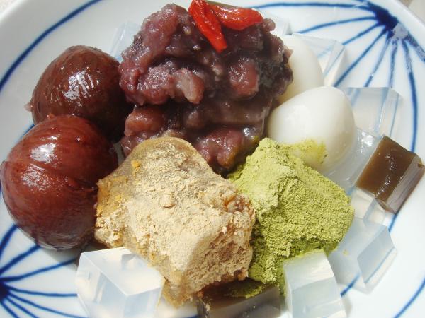 栗の渋皮煮とわらび餅入り特製あんみつ黒みつ添え